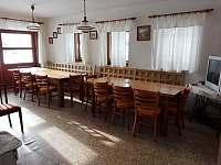 Společenská místnost - pronájem chalupy Křižánky