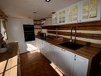 Kuchyně - roubenka k pronájmu Moravské Křižánky