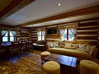 Obývací pokoj - roubenka k pronájmu Moravské Křižánky