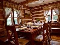 Obývací pokoj - roubenka k pronajmutí Moravské Křižánky