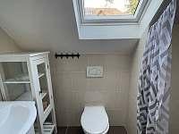 Koupelna v 1.patře - chalupa k pronajmutí Trnava