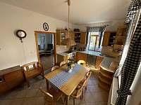 Kuchyň v přízemí - chalupa k pronajmutí Trnava