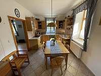Kuchyň v přízemí - pronájem chalupy Trnava