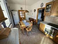 Kuchyň v přízemí - chalupa k pronájmu Trnava