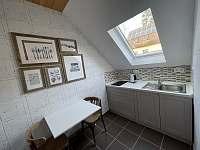 Kuchyňský kout v 1.patře - pronájem chalupy Trnava