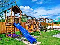 Dětské hřiště - chalupa ubytování Oudoleň