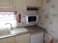 Lednice s mrazákem, mikrovlnka - pronájem chaty Oudoleň