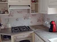 V kuchyni najdete nádobí k přípravě a konzumaci jídla - Oudoleň