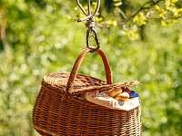 snídaně v košíku - pronájem srubu Leštinka