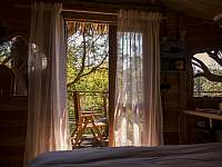 Treehouse Stvořidla interiér - srub k pronájmu Leštinka