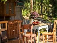 Treehouse Stvořidla - zahradní kuchyně - srub k pronájmu Leštinka