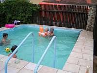 Vyhřívaný bazén, max hloubka 110 cm