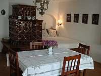 Ložnice č.1 s kachlovými kamny - chalupa k pronajmutí Nový Rychnov