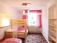 Ložnice - 3 lůžka + přistýlka (výsuvné lůžko) - chalupa ubytování Jestřebí