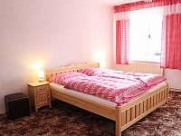 Ložnice - 4 lůžka (manželská postel 180 cm) - chalupa ubytování Jestřebí