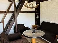 Obývací pokoj s rozkládacím gaučem, chata Velké Dářko - pronájem Škrdlovice - Polnička
