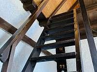 schodiště do ložnice, chata Velké Dářko - pronájem Škrdlovice - Polnička