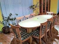 Jídelní stůl - vila k pronajmutí Chlum
