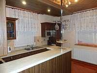kuchyňská linka - vila k pronájmu Zubří u Nového Města na Moravě