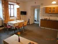obytná kuchyň - chalupa k pronájmu Nížkov