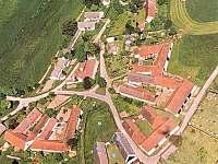 Letecký pohled na obec Lhota -