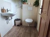 Nová místnost s toaletou dokončená v květnu 2020 - Lhota-Vlasenice
