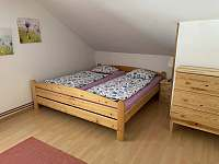 1.ložnice - 4 lůžka - chata k pronajmutí Březiny