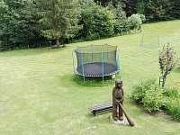 hřiště s trampolínou - chata k pronájmu Březiny
