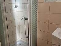 koupelna - sprchový kout - pronájem chaty Březiny