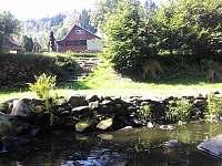 přístup k řece - chata ubytování Březiny