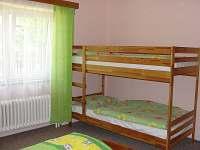 1. ložnice pro 4 os. (patrová a manželská postel), ložnice s velkým peřináčem