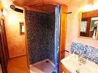 Smolův mlýn - koupelna se sprchovým koutem a odděleným wc
