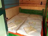 Smolův mlýn - ložnice - dvoulůžko z masivního dřeva s pohodlnou matrací