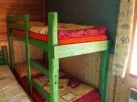 Smolův mlýn - ložnice - patrová postel z masivního dřeva, kterou mají rády děti