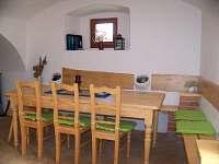 společenská místnost-posezení - chalupa k pronajmutí Havlíčkova Borová