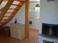 Krb v obývacím pokoji - chata k pronajmutí Brtná
