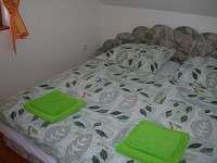 Pokoj s manželskou postelí - Brtná