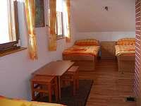 Pokoj se čtyřmi samostatnými lůžky - chata k pronajmutí Brtná