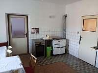 Kuchyně sporák, kamna - pronájem chalupy Bransouze