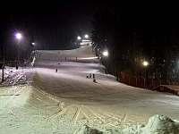noční lyžování do 20h - 3 sjezdovky 450m délka - pronájem chaty Hlinsko