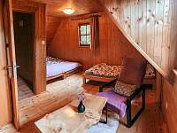 Růžová ložnice - chata k pronájmu Hluboká u Trhové Kamenice