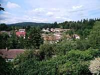 pohled z okna - chalupa k pronájmu Sázava
