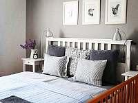 Apartmán 1 - ložnice s postýlkou