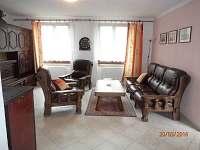 obývací pokoj s kamny