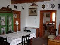 Nábytek v horáckém stylu - chalupa k pronajmutí Svratka - Moravská Cikánka