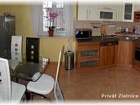Jídelna s kuchyní - chalupa ubytování Škrdlovice
