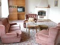 Obývák - společenská místnost - chalupa k pronajmutí Chýstovice