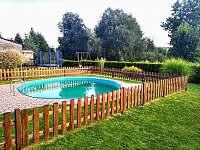 bazén s pískovou filtrací, průměr 5 m, hloubka 1,55m - chalupa k pronájmu Herálec