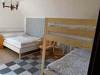 pokoj (2) se nachází v 1. patře a je určen pro čtyři osoby - Herálec