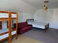 pokoj (4) se nachází v 1. patře a je určen pro čtyři osoby a 2 přistýlky - chalupa k pronajmutí Herálec